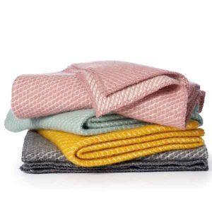 ledikantdekens van eco-wol, van Klippan in 4 verschillende kleuren, 90 x 130 cm